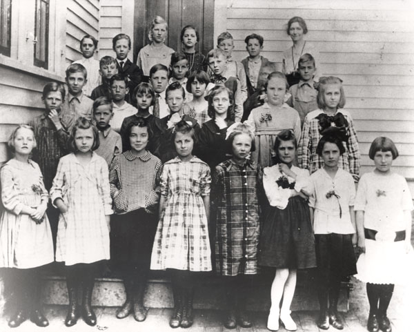 reagan-4th-grade-2nd-row-far-left.jpg
