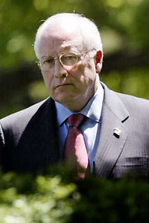 cheney-lurking-head-and-shoulders.jpg