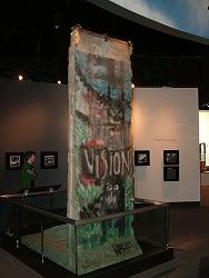 bush-sr-berlin-wall-indoors.JPG