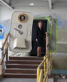 reagan-nancy-air-force-one-door.jpg