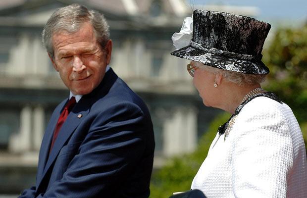 bush-winks-at-queen.jpg