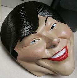 bush-laura-mask.jpg