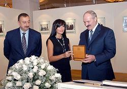 aliyev-mehriban-aliyeva-presents-a-souvenir-to-belarus-president-alexander-lukashenko.jpg