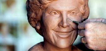 bush-laura-statue.jpg